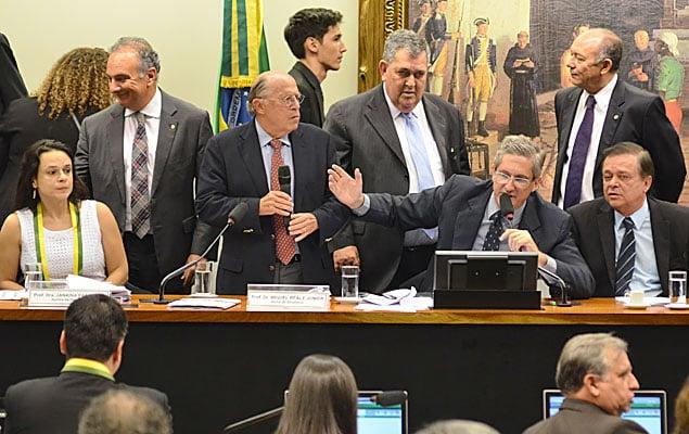 Comissão que analisa pedido de impeachment  (Crédito: Folhapress)
