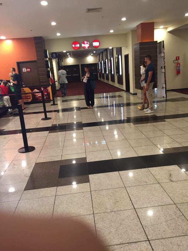 Cauã Reymond e nova namorada são flagrados em cinema  (Crédito: Ego)
