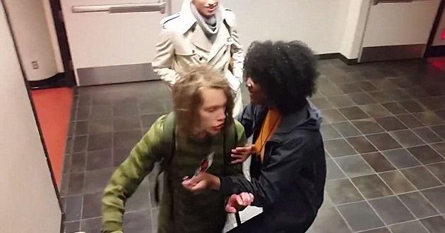 Aluno é agredido em universidade americana por usar dreadlocks (Crédito: Reprodução)