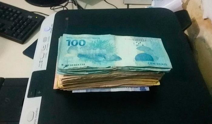 Dinheiro encontrado com um dos acusados