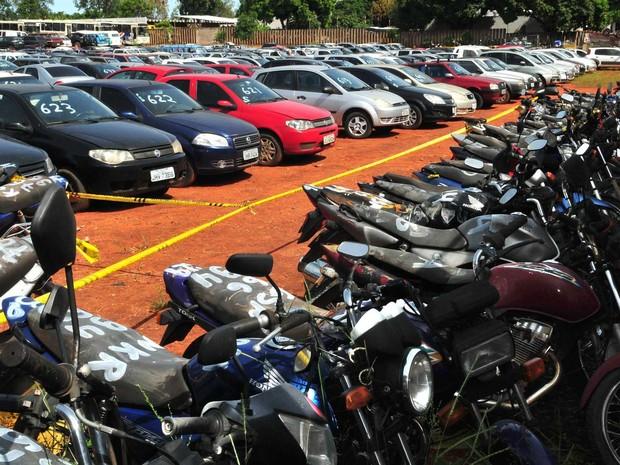 Serão 172 motocicletas e 13 carros leiloados