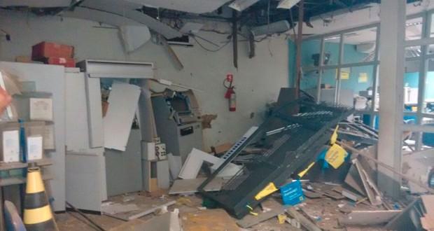 Banco ficou destruído