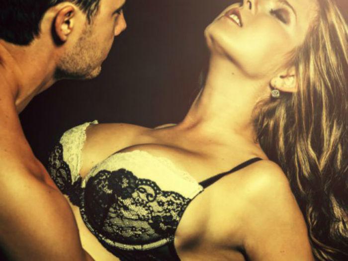 Mulheres gemem durante o sexo para dar prazer a seus parceiros (Crédito: Divulgação)