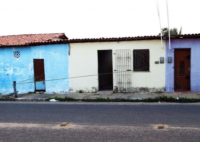 Casa onde a jovem foi mantida refém