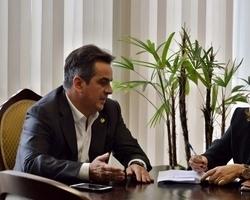 Prefeita de Miguel Alves busca recursos para obras no município em