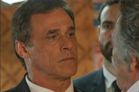 Oscar Magrini, o Regis de A Regra do Jogo