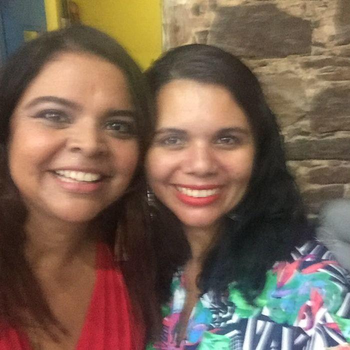 Maia Veloso com a professora Renata (Crédito: Reprodução)