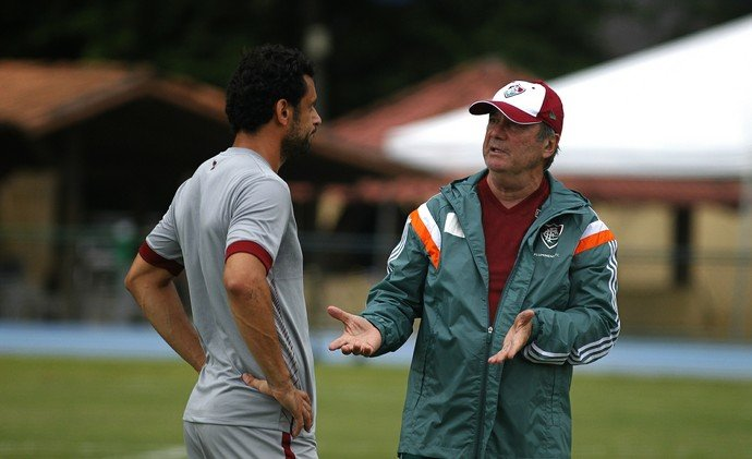 Fred em conversa com Levir Culpi (Crédito: Fluminense FC.)