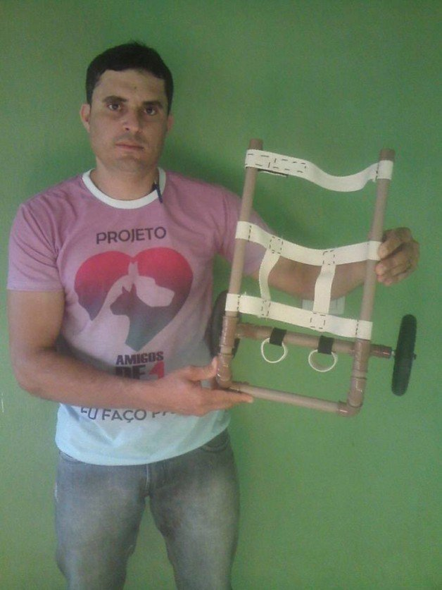 Antonio Amorim faz cadeiras de roda de graça (Crédito: Reprodução)