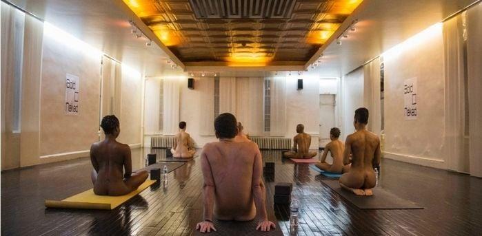 Yoga sem roupa (Crédito: Reuters/Shannon Stapleton)