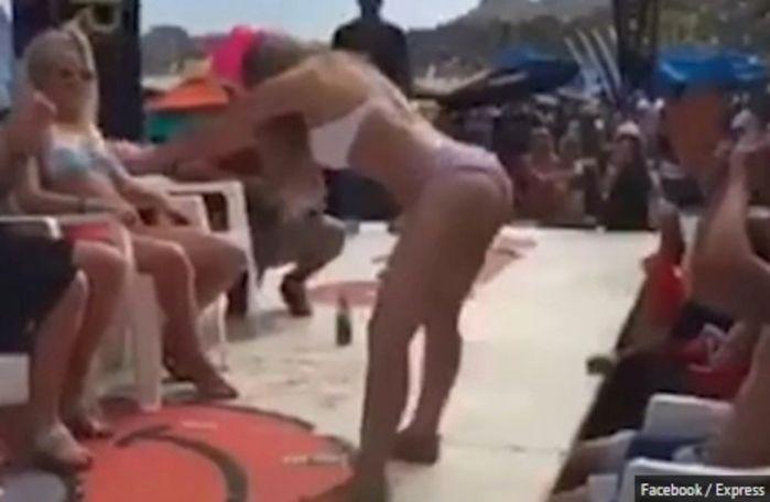 Professora é demitida após fazer dança sensual em praia