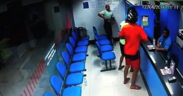 Policial reage a assalto (Crédito: Reprodução)