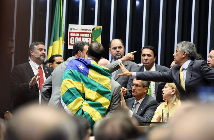 Discussão na Câmara (Crédito: Antonio Augusto / Câmara dos Deputados)