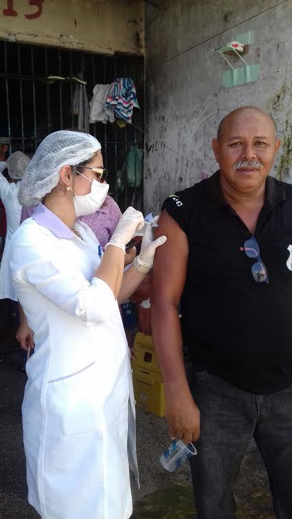Detentos são vacinados contra H1N1