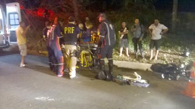 Acidente deixou motociclista ferido (Crédito: Reprodução)