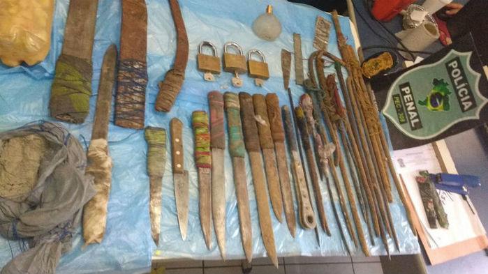 Armas apreendidas na Casa de Custódia em Teresina