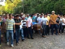 PREFEITO TINTIN é sepultado em Nossa Senhora dos Remédios/PI