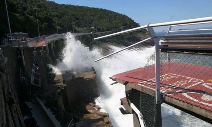 Ciclovia desaba no Rio e duas pessoas mortas