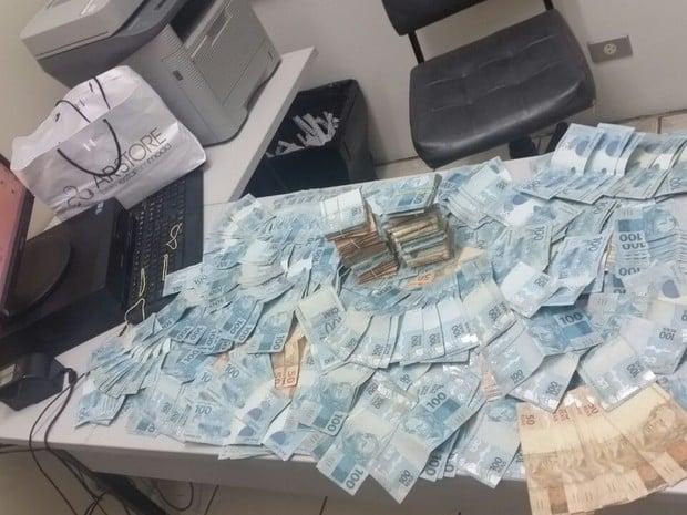 Dinheiro apreendido com a advogada