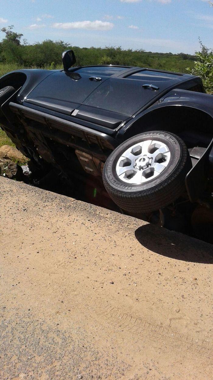 Advogado perde controle e vira camionete na PI 243 (Crédito: Reprodução)
