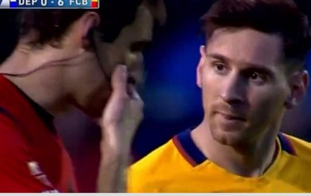 Messi e árbitro em conversa (Crédito: Reprodução)