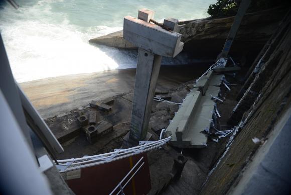 Duas pessoas morreram no desabamento de parte da ciclovia na manhã de quinta-feira (Crédito: Agência Brasil)
