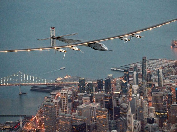 Solar Impulse 2 sobrevoa São Francisco  (Crédito:  AP Photo/Noah Berger)