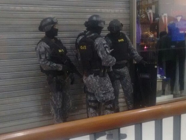 Policiais do Gate no Shopping Tucuruvi