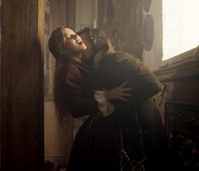 Brites flagra Xavier e Branca em momento quente na igreja (Crédito: Reprodução)
