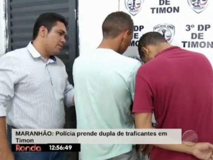 Repórter entrevista acusados  (Crédito: Reprodução TV Meio Norte)