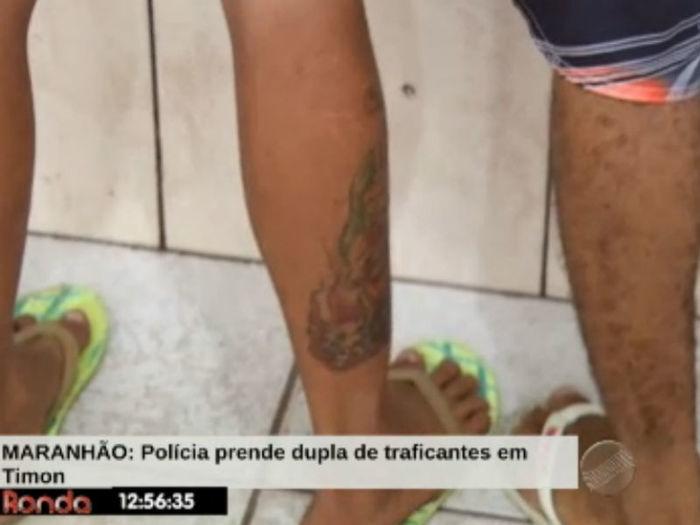 Acusado tem palhaço tatuado em uma das pernas  (Crédito: Reprodução TV Meio Norte)