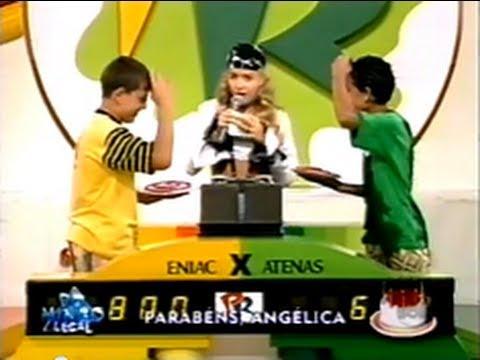Angélica no comando do ''Passa Ou Repassa'' (Crédito: Reprodução/ Youtube)