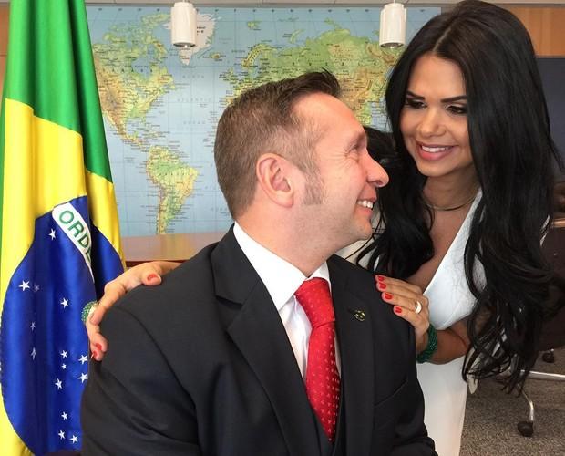 Milena e o marido, o ministro Alessandro Teixeira (Crédito: Divulgação)