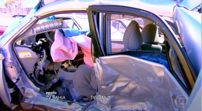 Carro ficou destruído com acidente (Crédito: Reprodução)