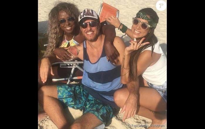 Ex-BBBs foram juntos para a praia (Crédito: Reprodução)