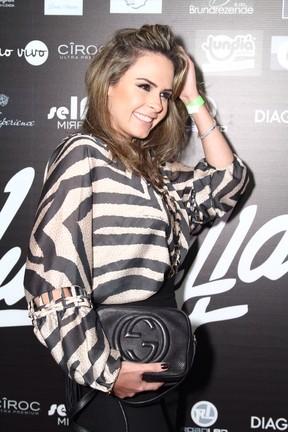 Ex-BBB Ana Paula em festa no Rio