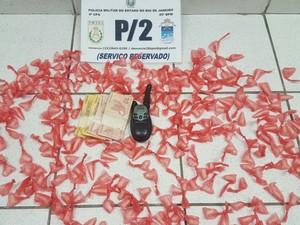 Jovem é preso com drogas e rádio transmissor  (Crédito: Reprodução)