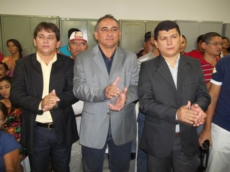 No centro da imagem Arnaldo de Sousa Santos, vereador do município de Murici dos Portelas