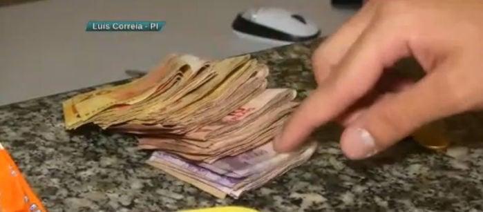 Dinheiro apreendido com a acusada (Crédito: Reprodução/TV Meio Norte)