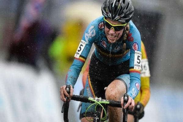 Femke Van den Driessche durante o Mundial sub-23 de ciclismo (Crédito: Getty)