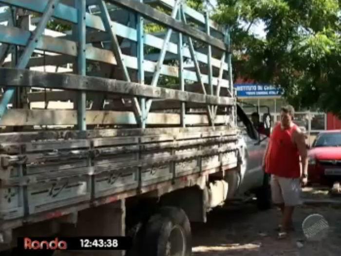 José Barbosa com seu caminhão  (Crédito: Reprodução TV Meio Norte )