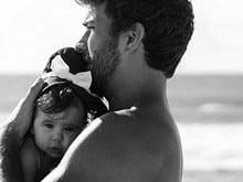 Marido de Deborah Secco posta foto fofa com a filha, Maria Flor
