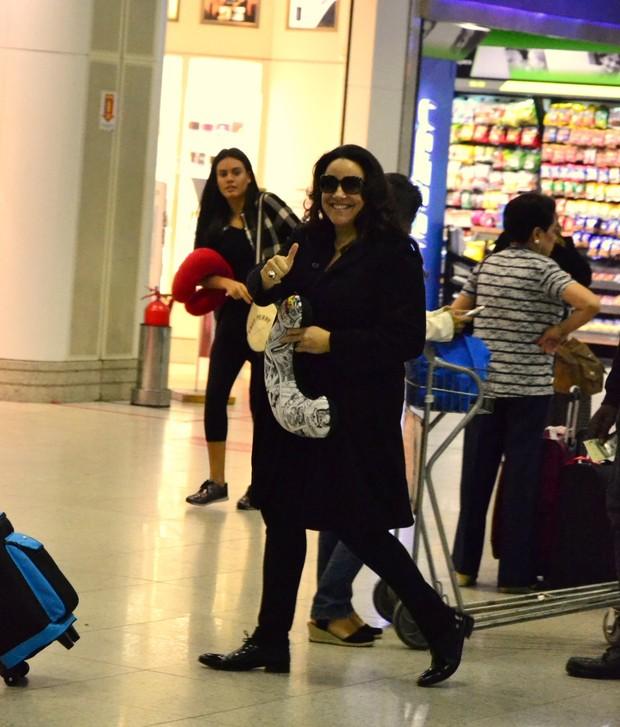 Ana Carolina embarca em aeroporto no Rio  (Crédito: Brazil News)