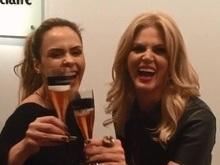 Ana Paula e Val Marchiori selam a paz com um brinde de champanhe
