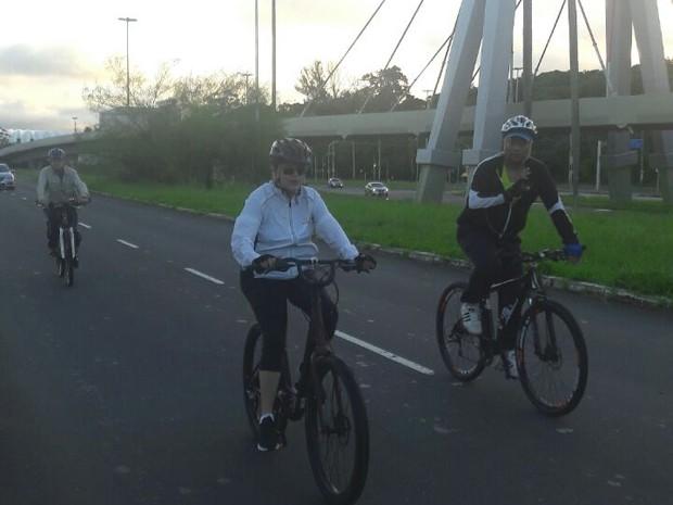 Presidente pedalando em Porto Alegre (Crédito: Reprodução)
