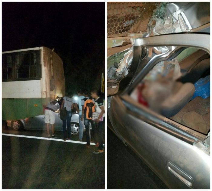 Veículo foi parar debaixo do ônibus (Crédito: Reprodução/WhatsApp)