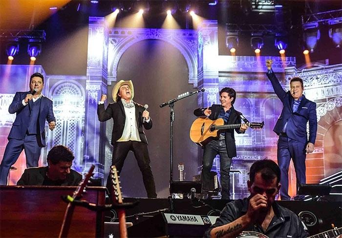 Bruno e Marrone fizeram enorme sucesso no palco, ao lado de Chitãozinho e Xororó (Crédito: Léo Franco / AgNews)