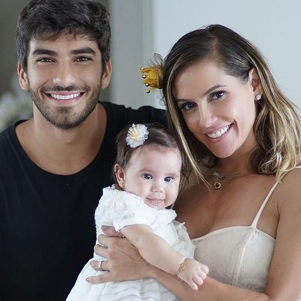 Deborah Secco, Hugo e Maria Flor (Crédito: Reprodução)