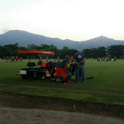 Equipe médica do Flamengo atendendo o lateral Jorge (Crédito: Reprodução)