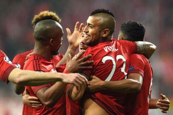 Arturo Vidal comemora gol contra o Benfica (Crédito: Reprodução)